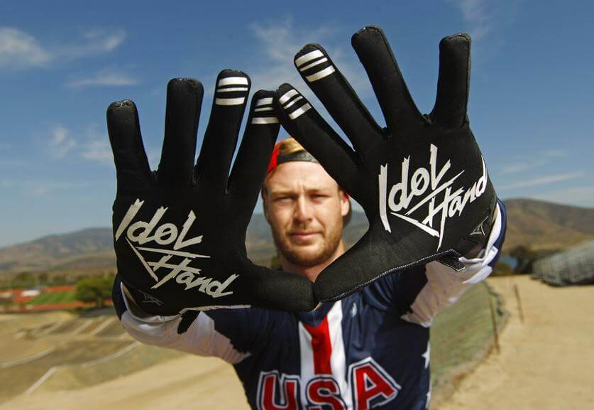 nic-long-idol-hands-gloves-discover-sd