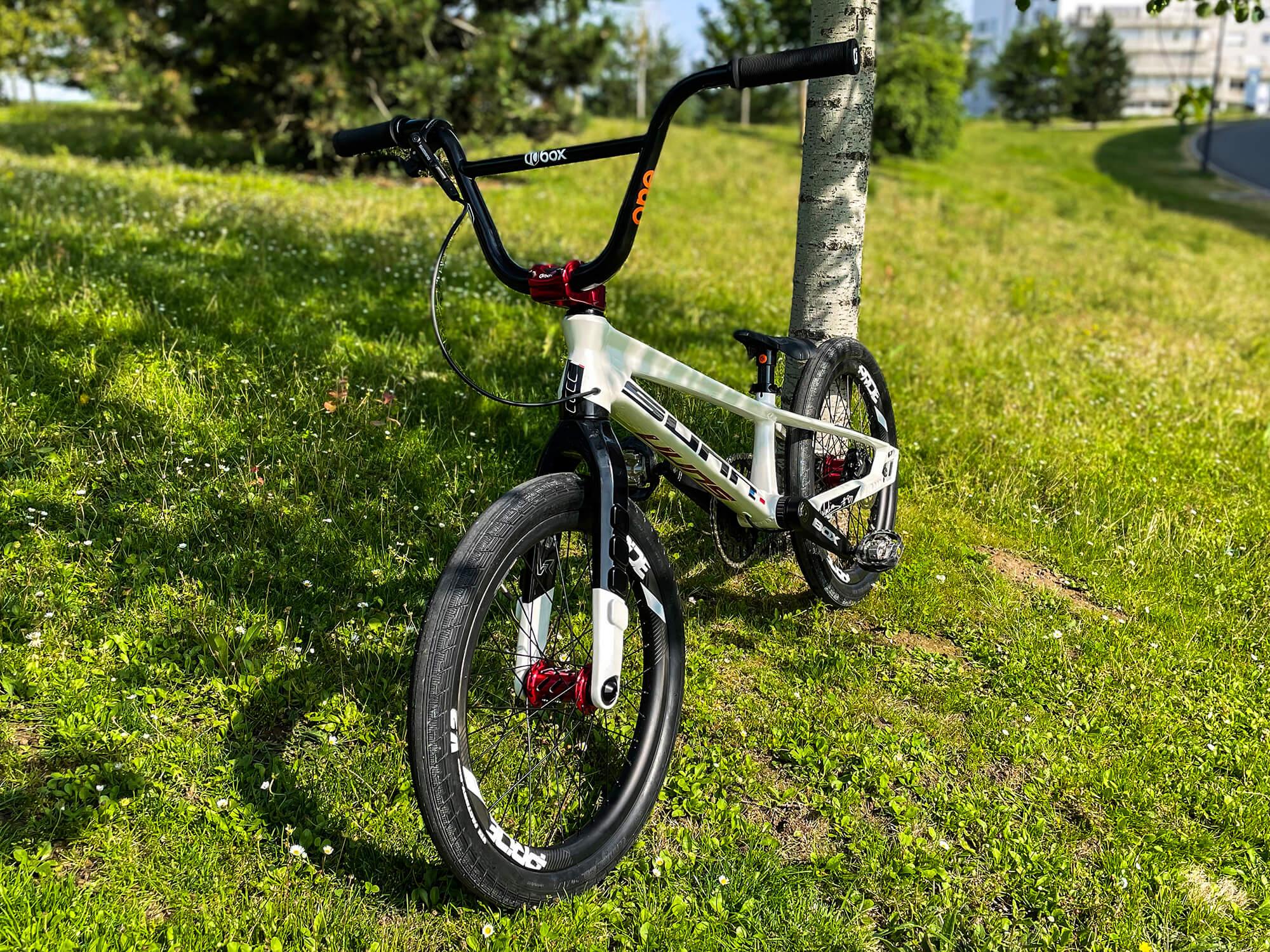 Manon Valentino Tokyo 2020 Olympic Bike left front- Manon Valentino
